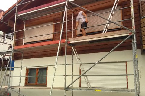 Gerüstbau für Malerarbeiten am Blockhaus, Starzach Börstingen